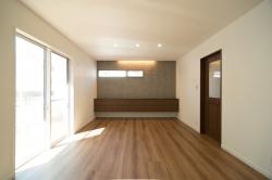"""""""壁付けキャビネット"""" エースホームオリジナルの造り付け家具。使い方や、部屋の大きさに合わせて巾やデザインが選べます。"""